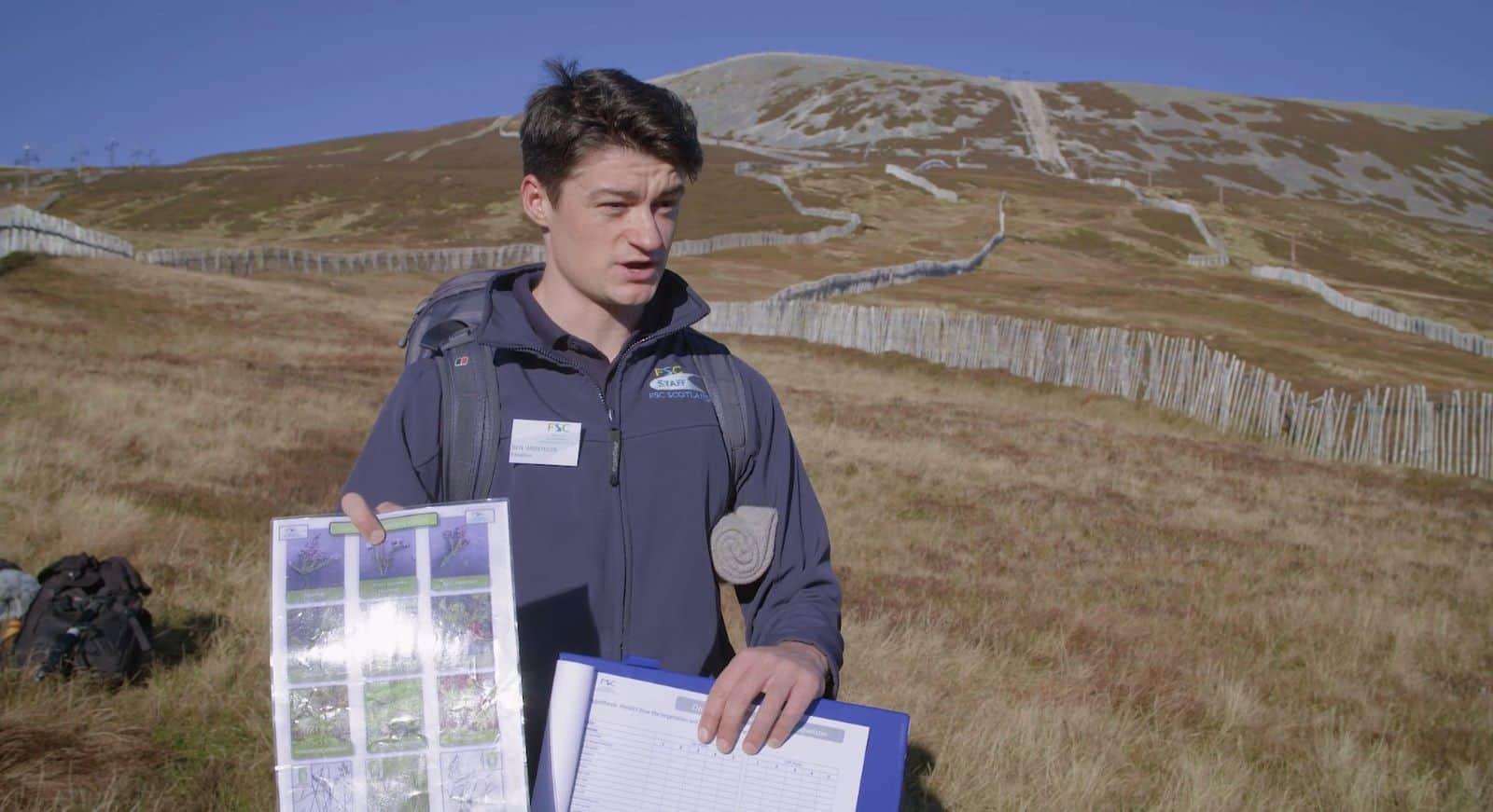 Tutor teaching fieldwork